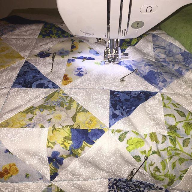 Under my needle can't wait to finish it. #quiltsofinstagram #quiltblocks #redandwhite #lovenotes #quilting #quilt  #lapquilt #scrappyquilt #sewing #sewinglove #dubai #dubaicraft #pattern #miniquilt #mydubai #stitches #stitching #quiltmarket #patchwork #patchworkparty #patchworkquilt #cozy  #couch #quiltlove #patternlove #quiltshop #quiltingfabrics