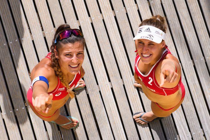 Kinga Kołosińska i Monika Brzostek to piękne polskie siatkarki plażowe, które znakomicie rozpoczęły swój występ na igrzyskach olimpijskich w Rio de Janeiro. Zawodniczki w pierwszym meczu grupy A wygra...
