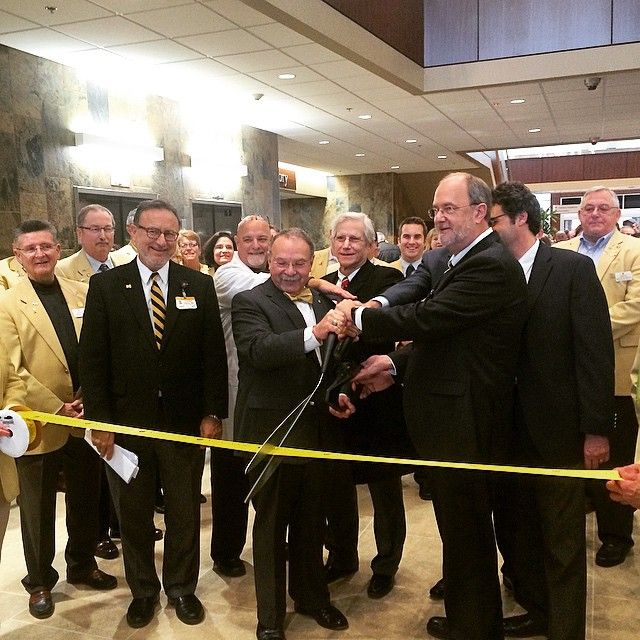 Chancellor R. Bowen Loftin, MU Health Care and MU School of Medicine leaders joined Columbia Chamber of Commerce ambassadors at a ribbon-cutting to open the new South Providence Medical Park building.