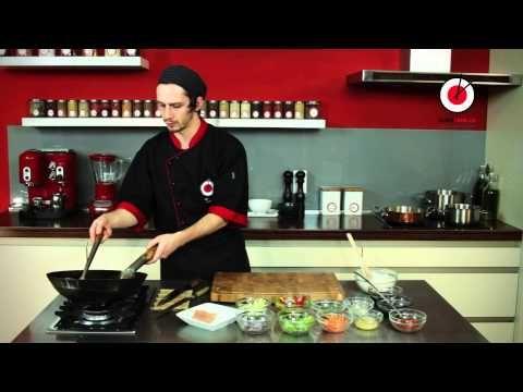Příprava ostrokyselé polévky | Sushi Time Praha - YouTube