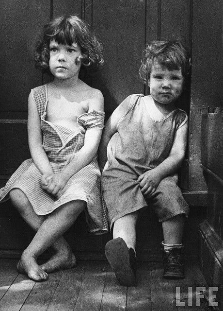 We might have forgotten, if a handful of amazing photographers had not captured the Great Depression seizing America from 1929 to 1939.