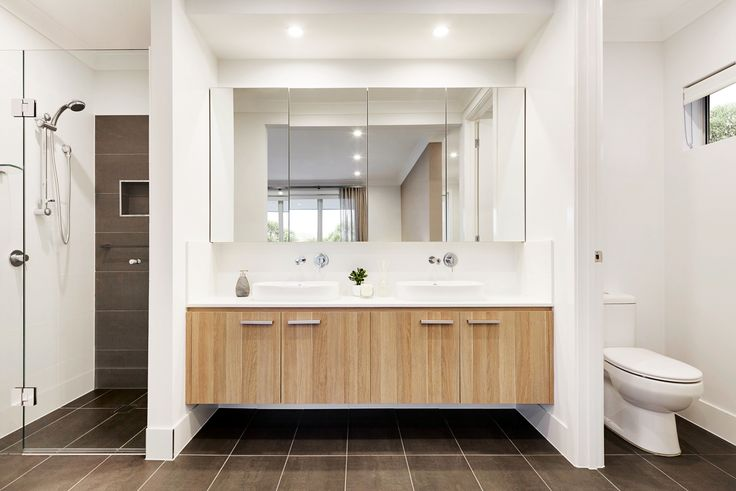 This beautiful abode offers a stylish and contemporary bathroom space in polytec Natural Oak Ravine doors.