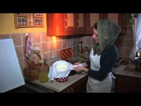 Zöldségek bundázása tojás nélkül, avagy pakora készítése Krisna-völgyben - YouTube