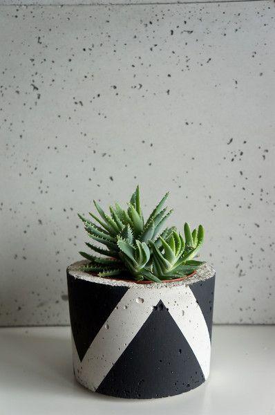 Doniczka betonowa, osłonka z betonu, L czarny mat w GrowRaw na DaWanda.com