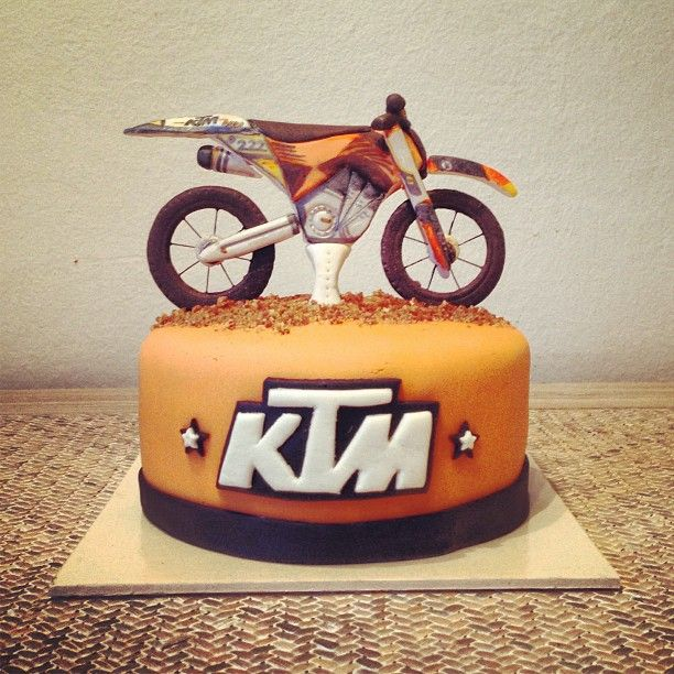 Happy birthday to me accorgitene ktm cake for Decoration ktm