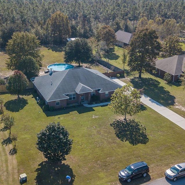 This is the perfect combination of a BEAUTIFUL home with an AMAZING one acre lot!! Welcome to 2775 Wallace Lake Road located in Pace, Florida!! 4/3, 2688 sq ft, Built in 2006 Listed at $269,900 Call me today for your private showing! Cheryl Henszey, PA, REALTOR with Coldwell Banker Residential Real Estate (850) 281-3239 #buyme #beautiful #florida #buyahome #pace #pacehomes #pacefloridarealestate #realtor #realestate #realtorlife #buildequity #investment #cherylhenszey #henszeyrealestate…