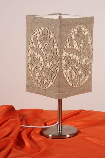 lampa z haftowanym abażurem