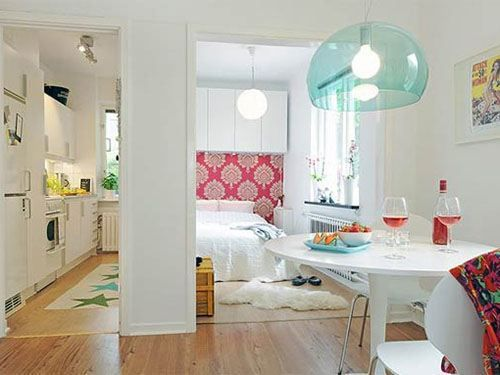 Bachelor decor ideas - white and light colours livens up a small space