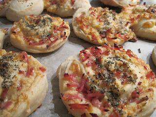 De her pizzasnegle har mange år på bagen- jeg startede med at lave dem for ca 12 år siden de pigerne var helt små og skulle have børnehaven ...
