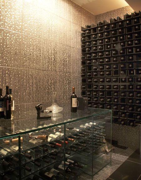 Selecionamos na galeria abaixo algumas boas ideias de bares e adegas em casa para te inspirar a criar um dedicado às bebidas.