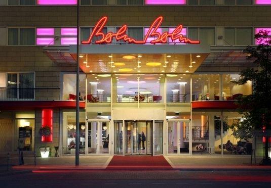 Hipt, firestjernet hotel med central beliggenhed i Berlins bymidte, inklusive morgenmadsbuffet, gratis parkering, fitness m.m.