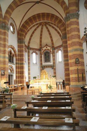 yellow and green church decor http://weddingwonderland.it/2016/06/matrimonio-in-serra.html