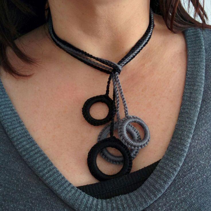 2 collares cortos de ganchillo, realizados a mano