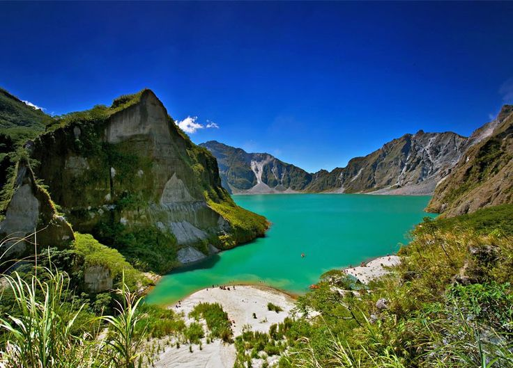 Crater lake of Mt. Pinatubo, The Philippines. Comparatively younger than other famous lakes in the world, Lake Pinatubo was created naturally after the climactic eruption of Mount Pinatubo in 1991 | 10 Most Amazing Lakes in the World You Should Visit