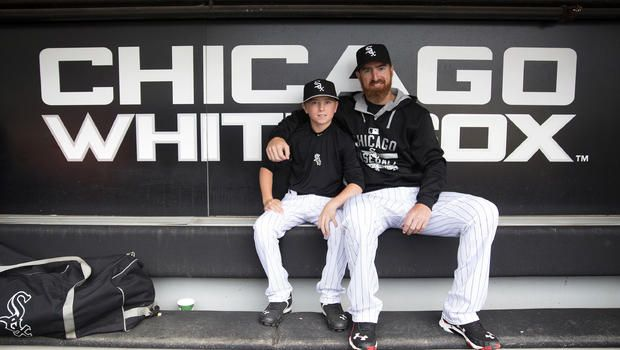 "Adam LaRoche walks from $13M contract with the Chicago White Sox to put ""family first"" - CBS News"