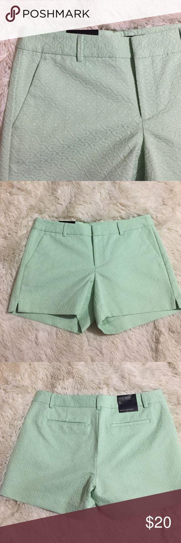 Banana Republic- Green Geometric Short Banana Republic- Green Geometric pattern Shorts. Length of shorts are 4.5 inches. Banana Republic Shorts