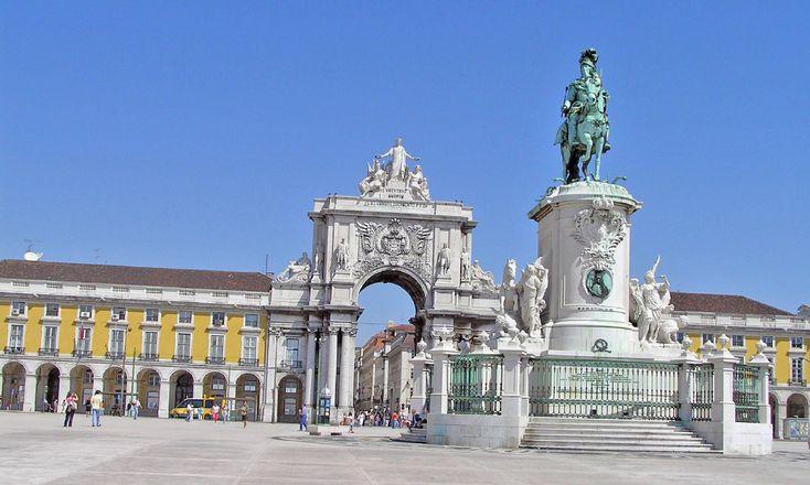 Vuelo con ida el 14/01/2018 desde Madrid, y vuelta el 17/01/2018 desde Lisboa. Hotel Ibis Lisboa Liberdade con llegada el 14/01/2018, y salida el 17/01/2018. Habitación Habitación, 2 camas individuales, en régimen de Solo Alojamiento.