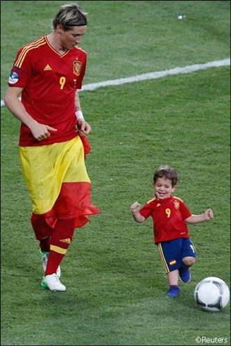 Fernando Torres plays soccer with his son Leo after defeating Italy... 20 stunning images from Euro Cup 2012