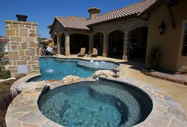This is the pool behind home number five at the 2011 Parade of Homes in the Champions Ridge subdivision in Stone Oak. The home is by Dale Sauer Homes and the pool is by Pristine Pools. (Sunday September 4, 2011) JOHN DAVENPORT/jdavenport@express-news.net Photo: JOHN DAVENPORT, SAN ANTONIO EXPRESS-NEWS / SAN ANTONIO EXPRESS-NEWS