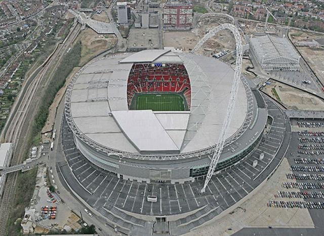 Wembley Stadium  Londres, Inglaterra  90,000 espectadores