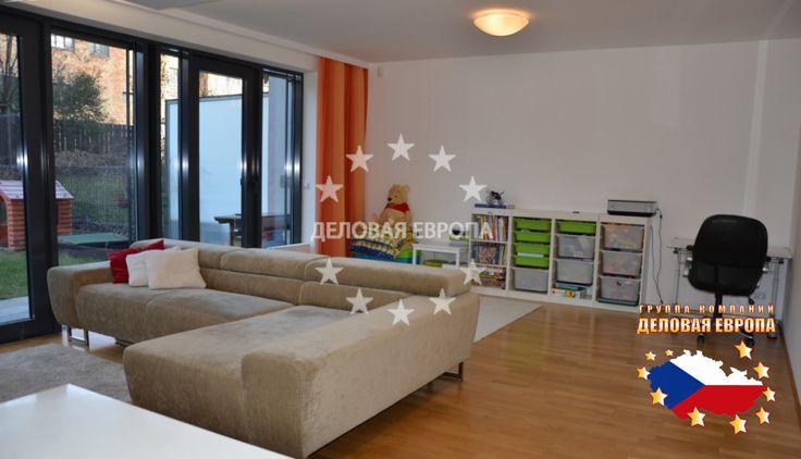 НЕДВИЖИМОСТЬ В ЧЕХИИ: продажа квартиры 3+КК, Прага, Křižíkova, 381 500 € http://portal-eu.ru/kvartiry/3-komn/3+kk/realty127/  Продажа квартиры 3+КК, 120 кв.м., Прага 8.Продажа двухуровневой квартиры 3+КК, общей площадью 120 кв.м., расположенной на 1 этаже новостройки в закрытой резиденции в Праге по ул. Кржижикова 52. Квартира имеет планировку 3+КК с возможностью изменения до 4+КК. Дом расположен в самом центре пражского микрорайона Карлин, в непосредственной близости от станции метро…