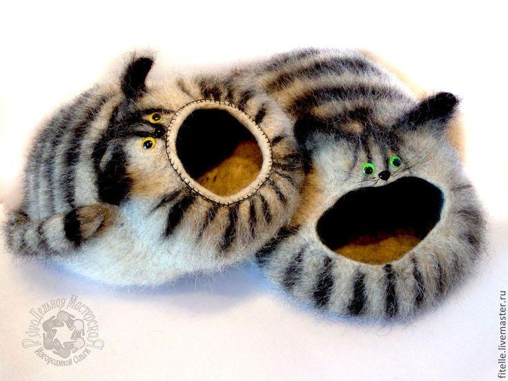 Купить или заказать ЭКО дом для кошки в интернет-магазине на Ярмарке Мастеров. ЭКО дом для кошки . свалян из натуральной шерсти монгольских овец с добавлением шерсти ЯКА. Домик можно расчесывать. Кошки очень любят войлок и любят прятаться в укромных местечках. Как раз такой теплый, уютный домик станет любимым местом вашего питомца и будет стильным украшением интерьера Вам и вашему питомцу понравится! А если у Вас есть друг - владелец кота, то такой домик будет чудесным…