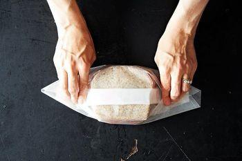 少しの手間でカフェ風に。ワックスペーパーを使った【サンドイッチの包み方】 | キナリノ