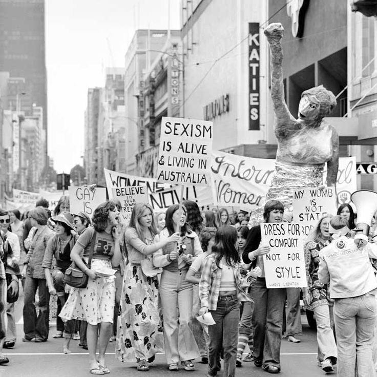 Title: International Women's Day rally, Melbourne  Date: 08 March 1975