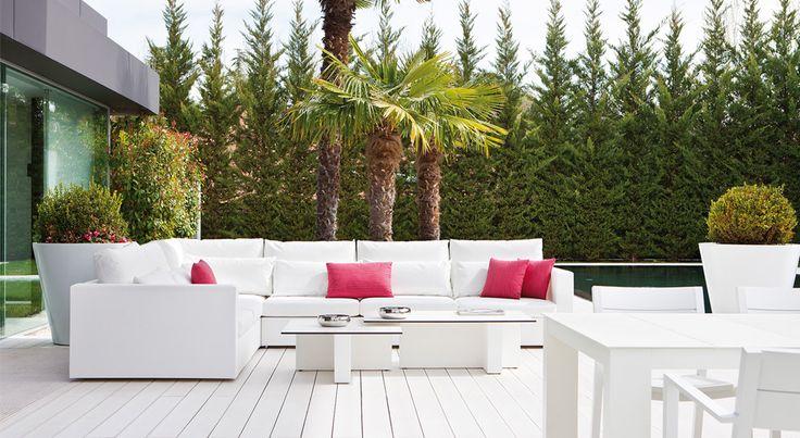 Visita nuestras tiendas para encontrar los mejores muebles de terraza en Madrid. ¡Conseguirás darle un toque de glamour y elegancia al exterior de tu hogar!