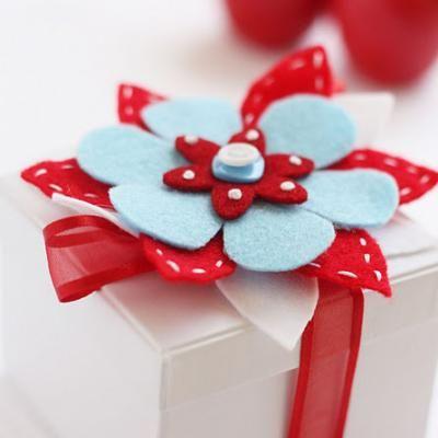 Felt flower tutorial - Christmas gift wrap