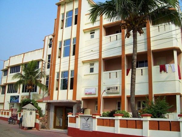 The tariff is differing from hotel to hotel and the tariff depends on the facilities, you may get in Hotels in Digha.