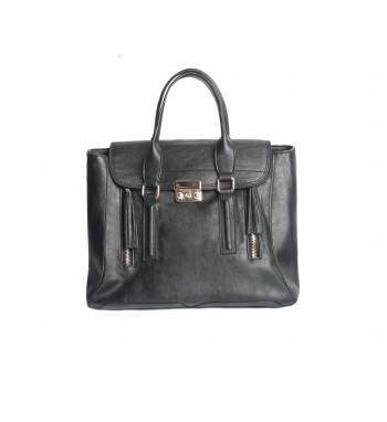 Pu leather letter bag two front zippers.  http://shop.mangano.com/en/bags/16436-borsa-brittany-bag-nero-zip.html  #fashion #bag #accessories