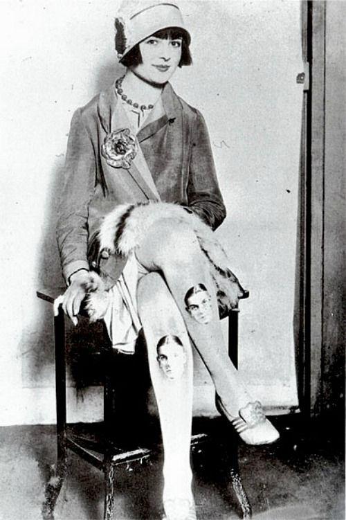 Hosiery History: 1920's. Historia de las medias y pantys SXX. http://knittingandcrocheting-club.blogspot.com.es/2014/05/miu-miu-ss-2014.html