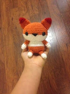 Fox - Free Amigurumi Pattern her: http://spoolofsunshine.blogspot.nl/2013/12/pattern-amigurumi-fox.html