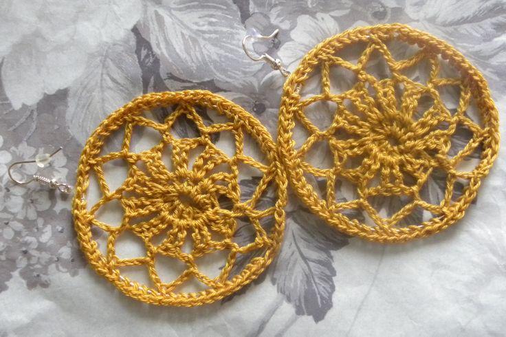 Ażurowe kolczyki w kolorze starego złota