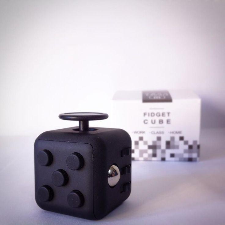 Gracias por el regalito @eowyneta!! Así los exámenes pasarán con menos estrés #U #frikismo #lvlup #TOCs #bnw #tiltshift #buttons #toy #fidgetcube