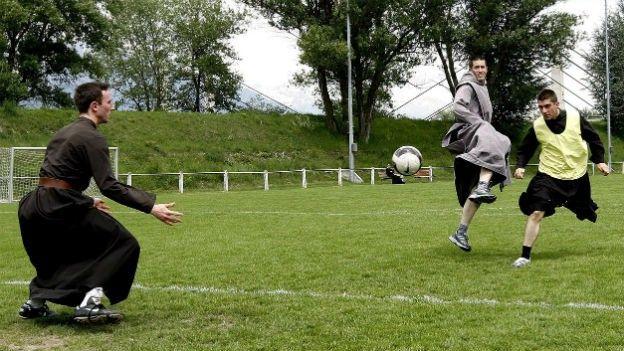 Religion und Fussball - Fragen nach den Parallelen zwischen diesem Sport und der Religion