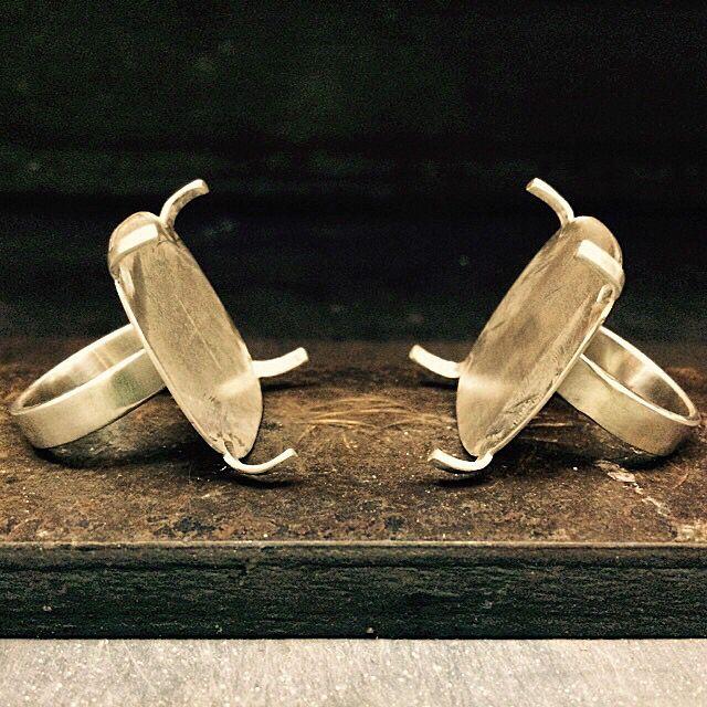 Estructuras de plata para anillos.
