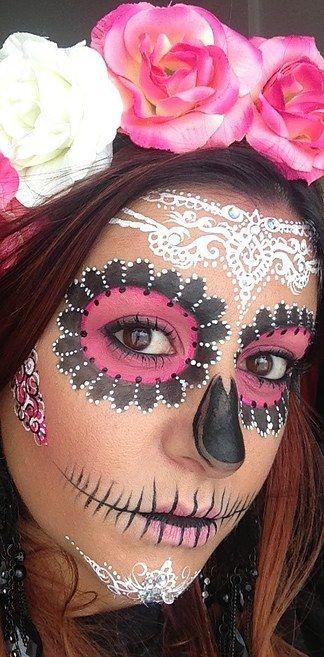 Si no quieres cubrir todo tu rostro con base blanca esta opción es ideal: | 20 Maquillajes que te harán robar miradas durante El Día De Los Muertos