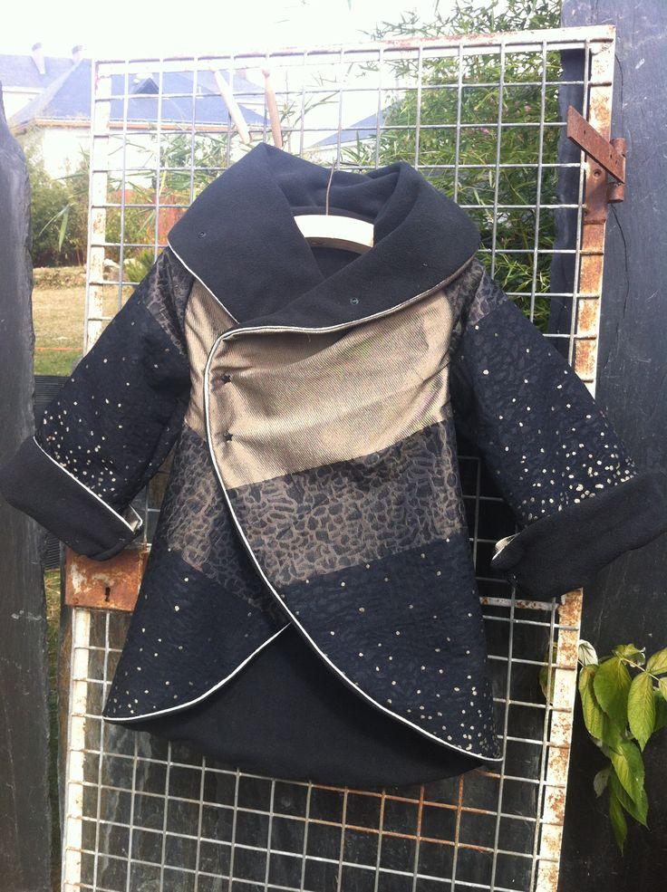 Petit tuto d'un joli manteau a faire et a refaire avec différents tissus en fonctions de saisons. Mis a part la difficulté de piquer les emmanchures comme toujours, c'est plutôt facile avec un patron simplissime en une seule pièce, plus les deux manches.