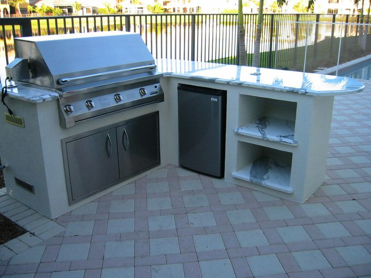 L Shaped Outdoor Kitchen With 2 Place Setting Counter Like The Open Shelves Backyard