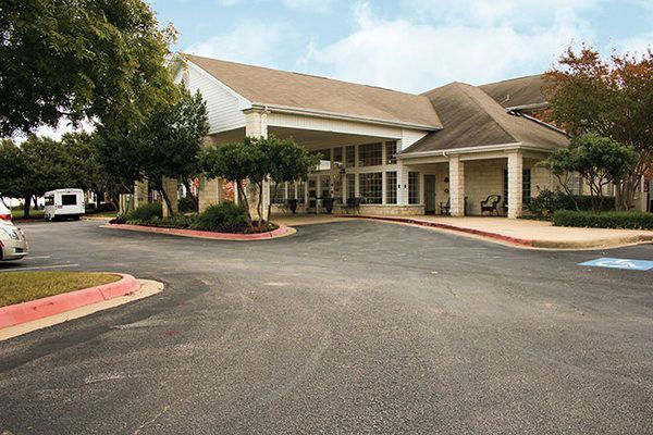 Brookdale Round Rock Is A Handsome White Stone Building Where Seniors Live In Spacious Rooms W Assisted Living Living In Austin Texas Senior Living Communities