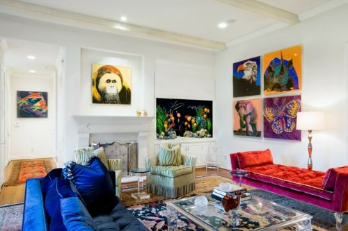 Kunstvolles cooles Wohnzimmer einrichten sofa blau sitzkissen rund samte Wohnzimmer einrichten orientalisch details farben samt sitzbank