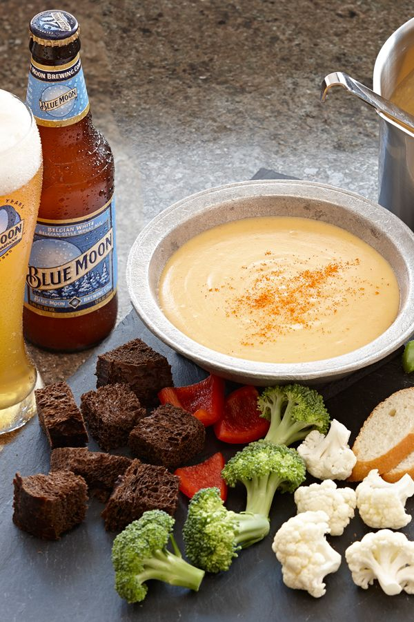 The creamy, citrus flavor of Blue Moon Belgian White Ale pairs perfectly with the sweet, nutty flavors of Cheddar and Gruyere in this DIY cheese fondue. A perfect appetizer for a holiday party.