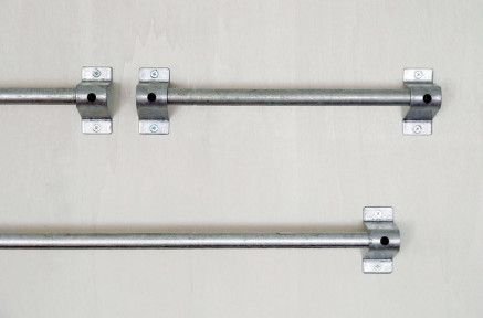 【頼りになる1本】¥4,860〜 ラフな質感が印象的な亜鉛メッキを施した鉄のバー。黒亜鉛メッキ仕上もあります。