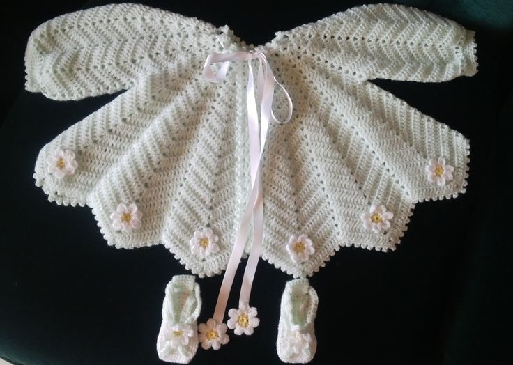 Baby wear, light green with flowers, handmade by Merle, for baby or reborn dolls.