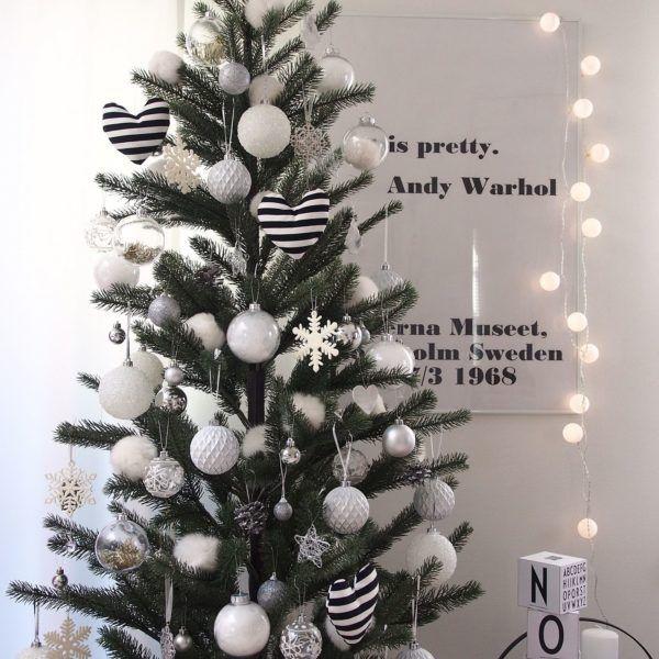 白黒がスタイリッシュ!モノトーンで飾るクリスマスのディスプレイのコーデ集 | folk
