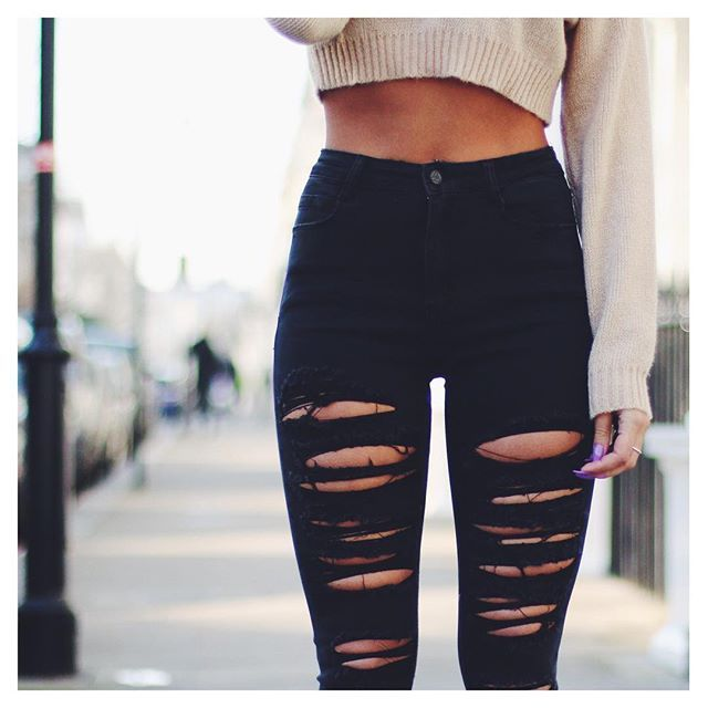 Girl wearing skinny jeans tumblr