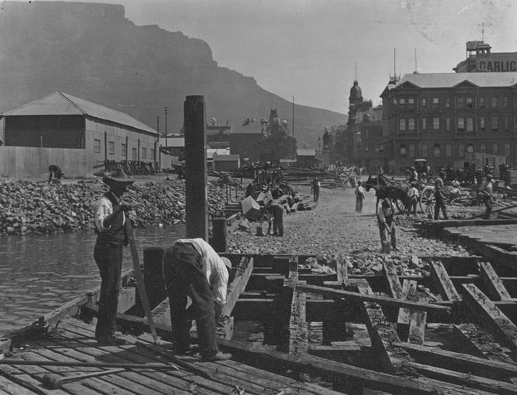 Removal of old pier, Adderley Street, Cape Town.