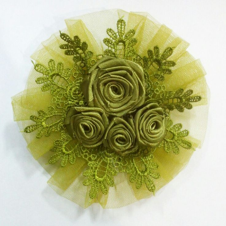 This is one of my fave brooch color. I made this less from 1 hour. Material is from : tulle, ribbon & lace..